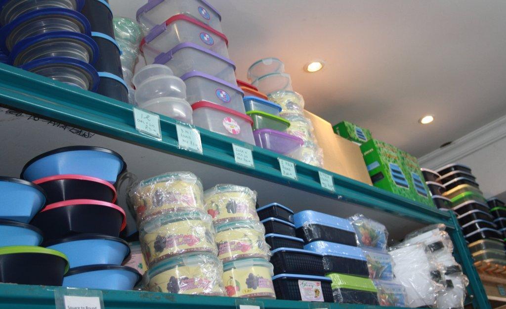 Assorted plastic ware